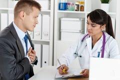 Καρδιολογία και έννοια υγείας καρδιών στοκ εικόνα