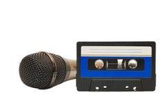 Κασέτα ηχογράφησης και μικρόφωνο Στοκ Φωτογραφία