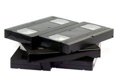 Κασέτες τηλεοπτικών ταινιών VHS στο λευκό Στοκ φωτογραφία με δικαίωμα ελεύθερης χρήσης