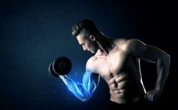Κατάλληλο βάρος ανύψωσης αθλητών με την μπλε ελαφριά έννοια μυών Στοκ Φωτογραφία