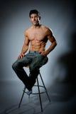 Κατάλληλο νέο αρσενικό με το μεγάλο υγιές σώμα Στοκ Φωτογραφία