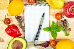 Κατάλογος αγορών, βιβλίο συνταγής, σχέδιο διατροφής Διατροφή ή vegan τρόφιμα στοκ εικόνα