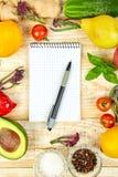 Κατάλογος αγορών, βιβλίο συνταγής, σχέδιο διατροφής Διατροφή ή vegan τρόφιμα στοκ εικόνες