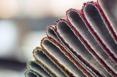 Κατάλογος του πολύχρωμου υφάσματος από matting το υπόβαθρο σύστασης υφάσματος, σύσταση υφάσματος μεταξιού, υπόβαθρο βιομηχανίας κ Στοκ φωτογραφίες με δικαίωμα ελεύθερης χρήσης