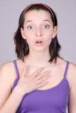 Κατάπληκτο κορίτσι brunette στοκ φωτογραφία με δικαίωμα ελεύθερης χρήσης