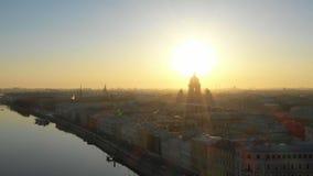 Κατάπληξη topview στο κέντρο της Αγία Πετρούπολης στα ξημερώματα απόθεμα βίντεο