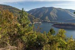 Κατάπληξη ladscape με το δάσος γύρω από Vacha & x28 Antonivanovtsy& x29  Δεξαμενή, βουνό Rhodopes Στοκ Εικόνες