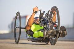 Κατάρτιση αθλητών Handcycle στις οδούς στοκ φωτογραφία με δικαίωμα ελεύθερης χρήσης