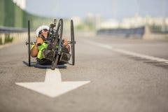 Κατάρτιση αθλητών Handcycle στις οδούς στοκ εικόνες με δικαίωμα ελεύθερης χρήσης