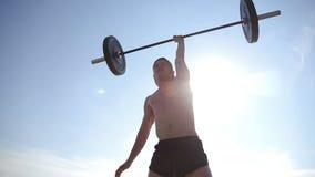 Κατάρτιση αθλητών με το barbell, σε αργή κίνηση απόθεμα βίντεο