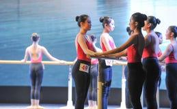 Κατάρτιση για το μπάρα-βασικό εκπαιδευτικό μάθημα χορού Στοκ φωτογραφία με δικαίωμα ελεύθερης χρήσης