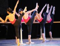 Κατάρτιση για το μπάρα-βασικό εκπαιδευτικό μάθημα χορού Στοκ Φωτογραφίες