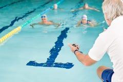 κατάρτιση κολυμβητών λιμν Στοκ Εικόνες