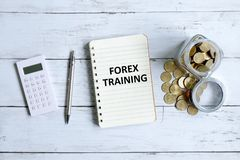 Κατάρτιση Forex που γράφεται σε ένα σημειωματάριο στοκ εικόνες