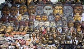 Κατάστημα αναμνηστικών βουδισμού στην αγορά στοκ εικόνα