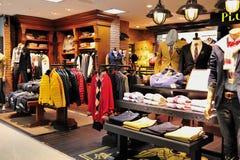 κατάστημα ατόμων s μόδας ενδ&u Στοκ Φωτογραφίες