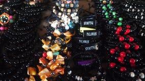 Κατάστημα βραχιολιών αναμνηστικών στην αγορά στις Φιλιππίνες απόθεμα βίντεο