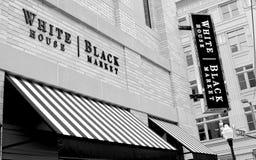 Κατάστημα ιματισμού μαύρων αγορών Λευκών Οίκων Στοκ Φωτογραφία