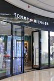 Κατάστημα ιματισμού του Tommy hilfiger Στοκ Φωτογραφίες