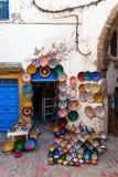 Κατάστημα με τα πιάτα σε Essaouira, Μαρόκο στοκ εικόνα
