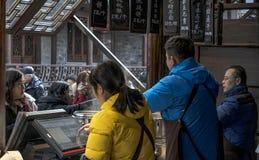 Κατάστημα που πωλεί τα παραδοσιακά πρόχειρα φαγητά Στοκ Φωτογραφίες