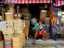 Κατάστημα που πωλεί τα υφαμένα καλάθια στη dapitan πόλη της Μανίλα arcade, Φιλιππίνες στην Ασία Στοκ Εικόνα