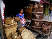 Κατάστημα που πωλεί τα υφαμένα καλάθια στο dapitan arcade στην πόλη Φιλιππίνες της Μανίλα στην Ασία Στοκ Φωτογραφίες