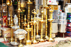 Κατάστημα που πωλεί τις επιχρυσωμένες στάσεις Νότια Ινδία Στοκ εικόνα με δικαίωμα ελεύθερης χρήσης