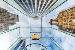 Κατάστημα της Apple σε 5ο Ave στο Μανχάταν, πόλη της Νέας Υόρκης Στοκ φωτογραφία με δικαίωμα ελεύθερης χρήσης