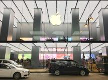 Κατάστημα της Apple στο δρόμο καντονίου, Χονγκ Κονγκ νύχτας Στοκ εικόνες με δικαίωμα ελεύθερης χρήσης