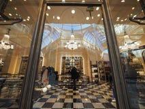 Κατάστημα της Prada σε Galleria Vittorio Emanuele ΙΙ arcade στο Μιλάνο Στοκ Εικόνα