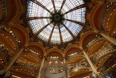 Κατάστημα του Λαφαγέτ Galeries, θόλος, ανώτατο όριο, κτήριο, συμμετρία στοκ εικόνα