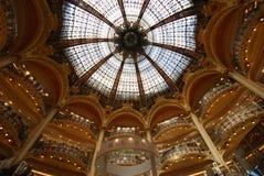 Κατάστημα του Λαφαγέτ Galeries, θόλος, ανώτατο όριο, κτήριο, συμμετρία στοκ φωτογραφίες