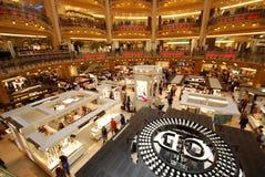 Κατάστημα του Λαφαγέτ Galeries, λιανική πώληση, βιβλιοθήκη, αυλάκωση, ένας-οπλισμένος ληστής, βιβλιοπωλείο, βιβλιοπωλείο, κιόσκι  στοκ εικόνες με δικαίωμα ελεύθερης χρήσης