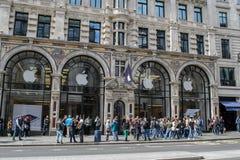 κατάστημα του Λονδίνου μήλων Στοκ Φωτογραφία