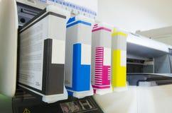 Κατάστημα τυπωμένων υλών, δοχείο του εκτυπωτή Inkjet μεγάλου σχήματος Στοκ φωτογραφία με δικαίωμα ελεύθερης χρήσης