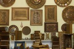Κατάστημα των έξυπνων rihals Ξύλινες στάσεις βιβλίων στη Μπουχάρα, Ουζμπεκιστάν Κατάστημα στάσεων κατόχων βιβλίων της Holly Quran Στοκ Εικόνα