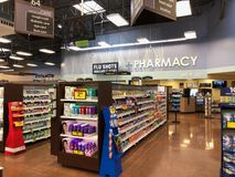 Κατάστημα φαρμακείων μέσα σε μια υπεραγορά στοκ εικόνα