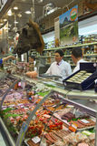 Κατάστημα χασάπηδων αγοράς κρέατος στη Γαλλία στοκ εικόνες με δικαίωμα ελεύθερης χρήσης