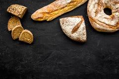 Κατάστημα ψωμιού Κατάστημα Baker ` s Ανάμεικτο ψωμί στο μαύρο διάστημα άποψης υποβάθρου τοπ για το κείμενο Στοκ εικόνες με δικαίωμα ελεύθερης χρήσης