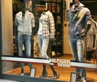κατάστημα Tommy πολυτέλειας μόδας hilfiger Στοκ Φωτογραφίες