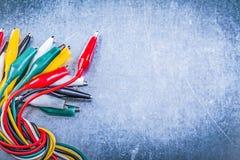 Κατάταξη της πολύχρωμης έννοιας ηλεκτρικής ενέργειας βουλωμάτων κροκοδείλων Στοκ φωτογραφία με δικαίωμα ελεύθερης χρήσης