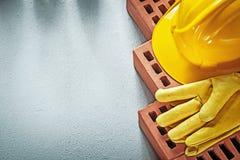 Κατάταξη του κόκκινου οικοδόμησης glo ασφάλειας καπέλων τούβλων προστατευτικού σκληρού Στοκ Εικόνα