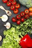 Κατάταξη του πιπεριού φρέσκων λαχανικών, ντομάτες κερασιών, κρεμμύδια, Στοκ Φωτογραφίες