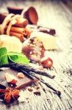 Κατάταξη των λεπτών σοκολατών και των πραλινών με τη βανίλια Στοκ Εικόνες