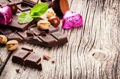 Κατάταξη των λεπτών σοκολατών και των πραλινών Στοκ φωτογραφίες με δικαίωμα ελεύθερης χρήσης