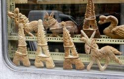 Κατάταξη των ζυμών στο παρισινό παράθυρο αρτοποιείων Στοκ Φωτογραφία