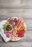 Κατάταξη των ισπανικών tapas ή του ιταλικού antipasti με το κρέας Στοκ φωτογραφία με δικαίωμα ελεύθερης χρήσης