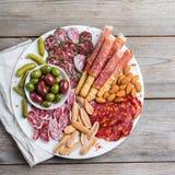 Κατάταξη των ισπανικών tapas ή του ιταλικού antipasti με το κρέας Στοκ Εικόνες