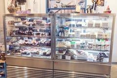 Κατάταξη των προϊόντων κρέατος και τυριών που γίνονται από τα ρουμανικά και ουγγρικά artisans Στοκ εικόνα με δικαίωμα ελεύθερης χρήσης